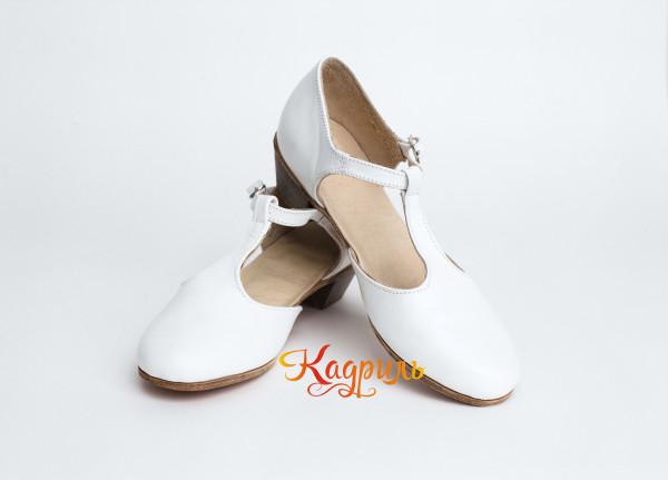 Туфли тренировочные белые. Рис. 1